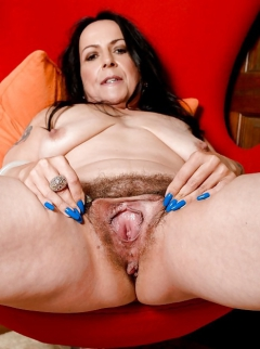 Mature hairy hot