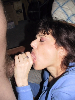 mom of 2 lusy fay shows hairy cunt