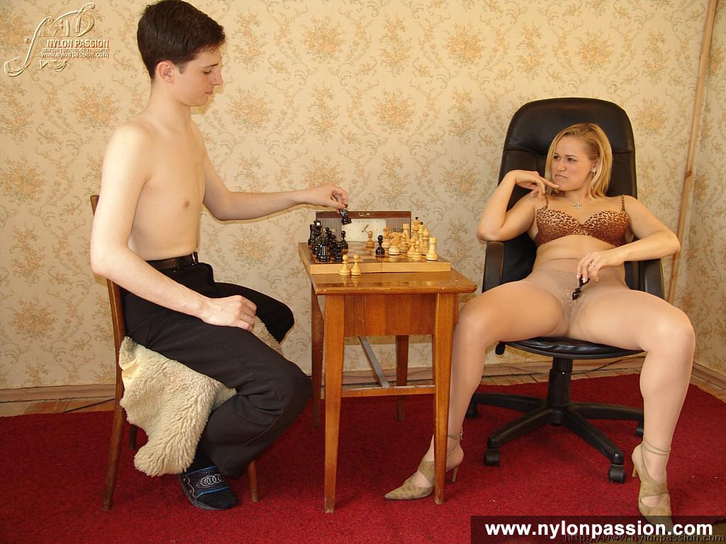 игры раздивание женьщин.