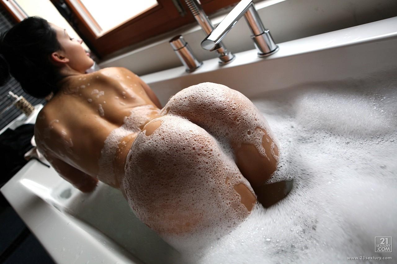 Смотреть онлайн секс в ванной с пеной 8 фотография