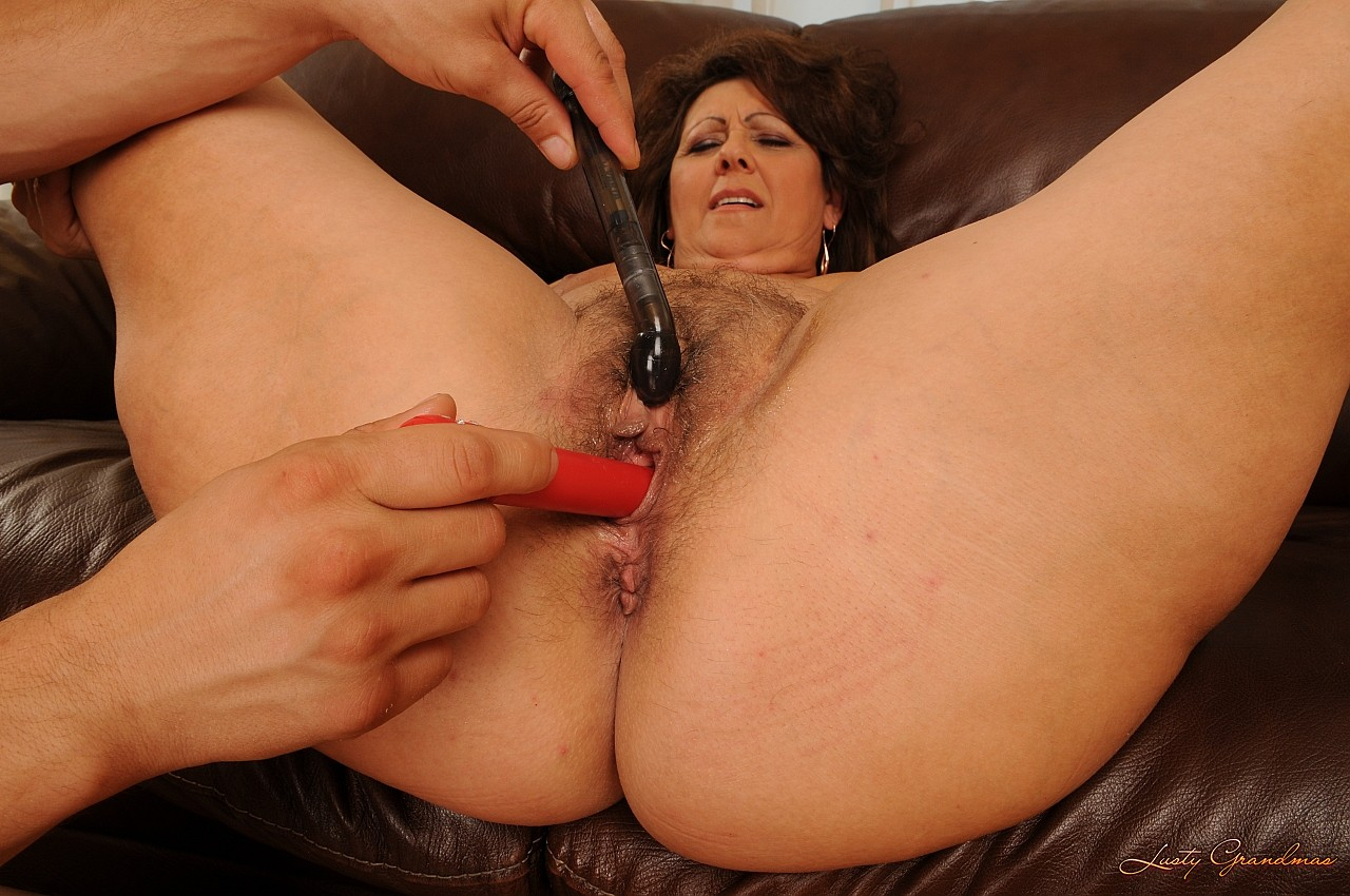Смотреть мама бреется, Мама попросила помочь ей побрить пизду 8 фотография