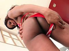 african-tempting-slut-flashing-her-sexy-butt-outdoor
