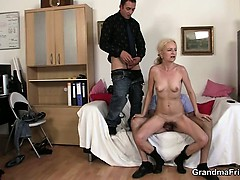 two-dudes-share-old-blonde-in-the-office