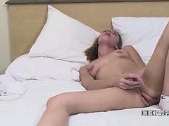 blonde-hottie-penelope-fucking-her-toy