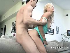 blonde-milf-payton-leigh-gets-fucked