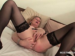 blonde-mature-in-hot-ass-masturbating-pussy-with-fingers