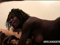 afro-tramp-deep-throats-and-fucks-white-shaft-at-the-hotel