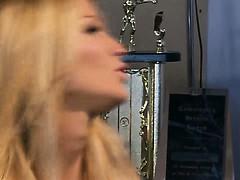 blonde-sexy-beautie-trades-oral-pleasure