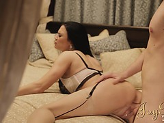 joybear-holly-gets-caught-under-the-bed-while-lord-and-lady