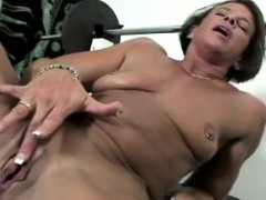 sports-milf-working-out-her-pussy