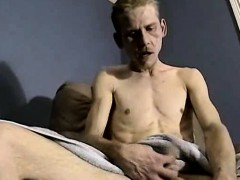 amateur-hunk-jerks-off-before-getting-his-dick-sucked