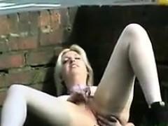 blonde-slut-masturbating-outside-in-public
