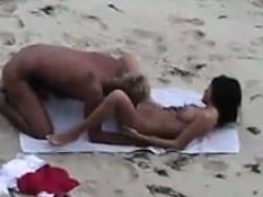 beach-couple-sucking-and-fucking