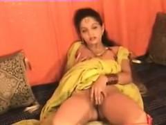 indian-aunty-masturbating