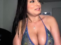 hot-latina-webcam-girl-big-tits-2