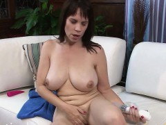 kelly-capone-gets-the-vibrator-in-deep