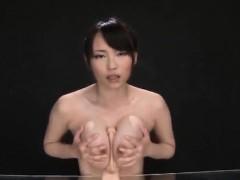 akane-yoshinaga-plays-with-dildo-on-cans