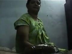 indian-whore-giving-a-handjob