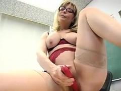 teacher-masturbates-in-the-classroom