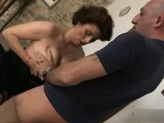 cute-girlfriend-deep-penetration