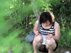 hot-asian-takes-a-pee-outside
