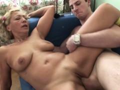horny mother fuck with her step-son after school – تمارس الجنس مع ابنها تصوير منزلي نيك