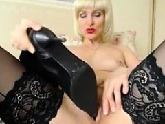 blonde-mature-play-with-her-shoe-on-live-cam