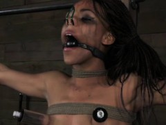 nosehooked-ebony-sub-has-toes-punished