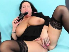 bbw-angel-robislava-is-screwing-her-shaved-pink-twat-with-a