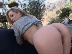 sweet-sexy-chick-bailey-blue-loves-fucking-