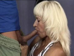 muscle-mom-loves-hot-facial