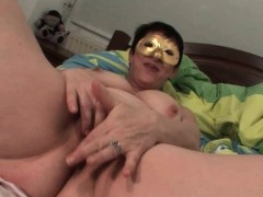 masked-chubby-mature-finger-fucks-her-cunt