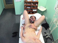 fakehospital-hot-babe-wants-her-doctor-to-suck-her-tits