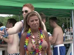 sexual-disorder-during-a-public-boat-party