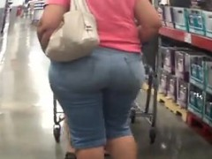 granny-with-a-large-booty-at-costco