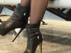 amazing-legs-and-heels-in-public-candid-video