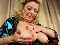 american-granny-dalbin-works-her-soaked-pussy