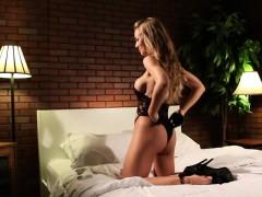 Sexy Nicole on the porn set