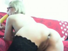 kinky-mother-plays-with-her-ass-using-a-toy