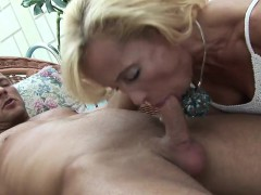 melissa-is-a-mature-lady-who-s-very-hungry-for-cock-and