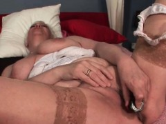 mature-chesty-blonde-hoe-dildoing-slick-pussy