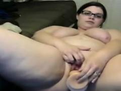 fat-nerd-masturbating-with-her-dildo
