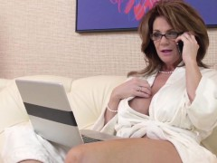 classy-squirting-pornstar-cougar-deauxma