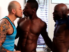interracial-gay-threeway-with-spitroasted-guy