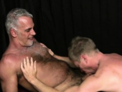 barebacked-dude-takes-cum