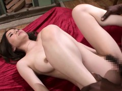hot-japanese-babe-yuria-gets-pleased