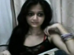 this-sexy-indian-teen-babe-looks-so-much