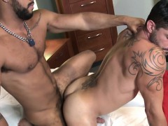 muscle-jock-cummed-over-after-anal-fucking