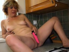 oldnanny-lesbians-in-bathtub