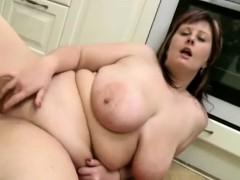 chubby-mom-loves-to-masturbate-xchubby-com